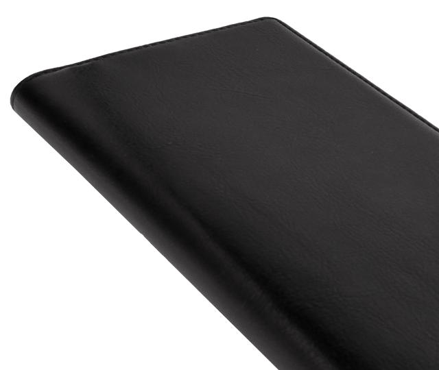 カバーは、やわらかく手になじみやすい革を使用しています