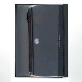 isshoni. ペンケース付ノートカバーPVC A5対応 ブラック N1856