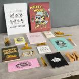 ミッキーマウス生誕90周年商品 B7メモ ミッキー&ミニー A1347